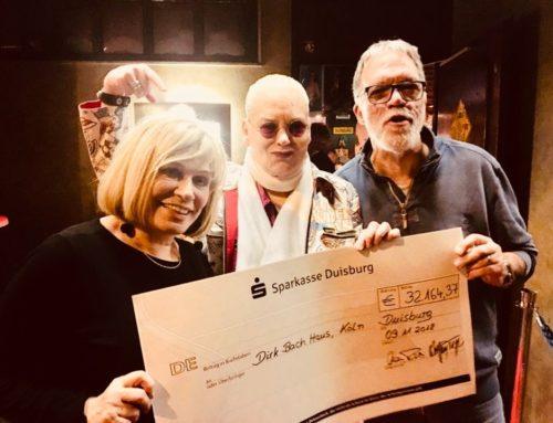 Mary Roos und Wolfgang Trepper überreichen 32.000 Euro für  das Dirk-Bach-Haus