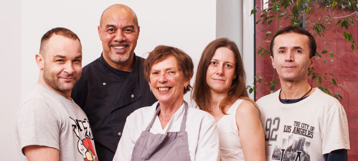 Euer Regenbogencafé-Team (v.l.): Sascha, Ali, Inge, Nadine und Kadir. // Foto: dannyfre.de